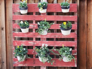 pots-hanging-in-grid-how-to-plant-vertical-garden-0412-mdn